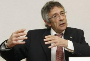 j. iza-goñola historiador conferencia eusko ikaskuntza. Vitoria, 12-04-2011. Fotografia Rafa Gutierrez